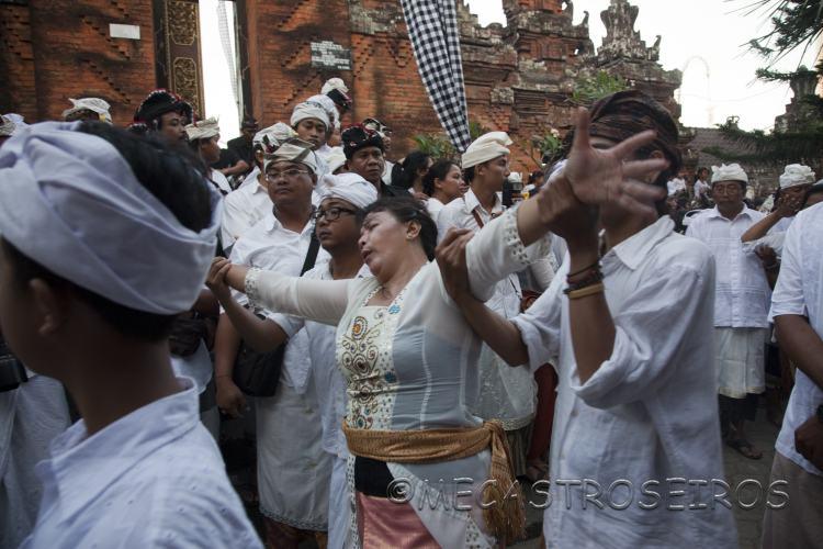 Ceremonia del trance.Bali